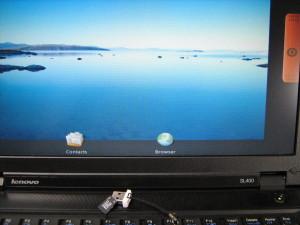 lenovoでのAndroid起動後画面とブートに使用したものと同じタイプのMicroSD+リーダ