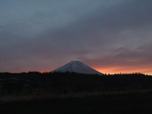 2013年12月6日早朝の富士山と朝焼け