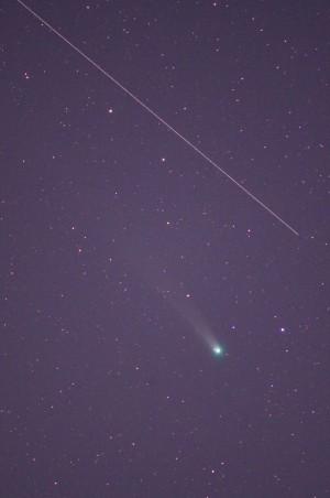 2013年12月6日早朝のラブジョイ彗星薄明で背景が明るくなってきている