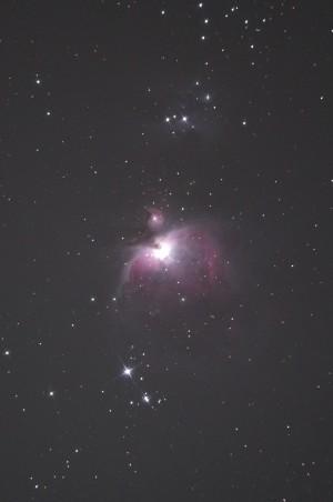 月明かりと薄明の中でのオリオン大星雲
